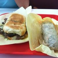 9/15/2012にFrank M.がRigoberto's Taco Shopで撮った写真