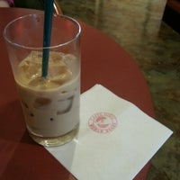 Photo taken at Caffé Veloce by Yasuyuki K. on 10/8/2012