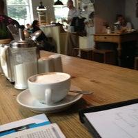 Das Foto wurde bei Café Maria von Robert H. am 9/29/2012 aufgenommen