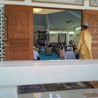 Photo taken at Masjid Jamek Haji Mat Saman by adyzs2 m. on 5/10/2013