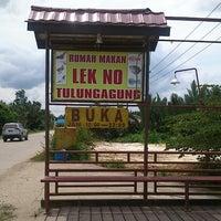 Photo taken at Rumah Makan LEK NO Tulungagung, Handil - Kukar. by Syaiful A. on 7/26/2013