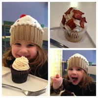 Photo taken at Fairy Cakes Cupcakery by Ulf O. on 1/27/2013