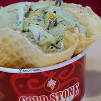 Photo taken at Cold Stone Creamery by Hendri S. on 6/7/2016