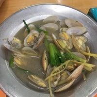 Photo taken at Restoran San Ching San Hokkien Mee 新青山福建麵茶餐室 by Eik W. on 9/15/2017