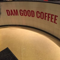 Photo prise au Dam Good Coffee par Yasser M. le10/6/2017