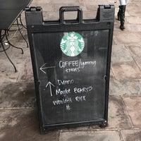 Foto tirada no(a) Starbucks por Tom Z. em 3/6/2017