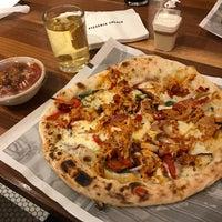 รูปภาพถ่ายที่ Pizzeria Locale โดย Tom Z. เมื่อ 11/14/2016