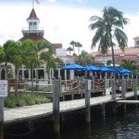 Foto tirada no(a) Bimini Boatyard Bar & Grill por Trisha P. em 10/20/2013
