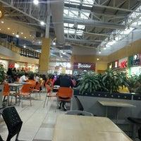 Foto tomada en C.C. El Recreo por Roberto C. el 11/3/2012