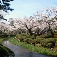 Photo taken at Kenrokuen Garden by Ikehan3 on 4/5/2013