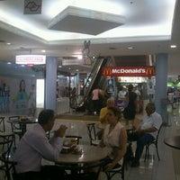 Photo taken at Praça Shopping by Rodrigo S. on 3/13/2013