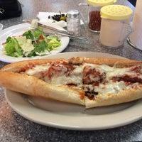 Das Foto wurde bei Bay34th St Pizzeria von George H. am 2/14/2018 aufgenommen