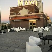 Foto tomada en Mayo Hotel The Penthouse Lounge and Bar por Stephen K. el 11/9/2016