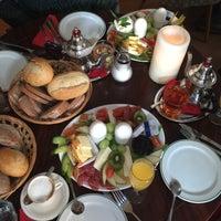 Foto tomada en CAFÉ gestern, heute & morgen por Gizem Jasmin U. el 5/30/2017