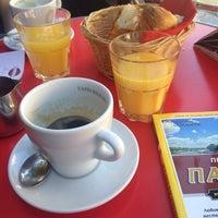 Photo prise au Café Canaille par Lyubomira P. le4/19/2015
