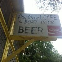 Foto tomada en Dry Creek Cafe & Boat Dock por Dylan D. el 4/26/2013