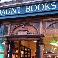 Foto tomada en Daunt Books por Olaf L. el 2/8/2013