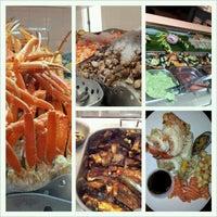 รูปภาพถ่ายที่ Village Seafood Buffet โดย M Y. เมื่อ 11/30/2012