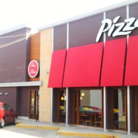 Photo taken at Pizza Hut by Luis G. on 12/18/2013
