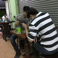 Photo taken at ก๋วยเตี๋ยวเรือ 10 บาท by Ford H. on 8/26/2017