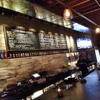 11/28/2015 tarihinde Mike H.ziyaretçi tarafından Tenaya Creek Brewery'de çekilen fotoğraf