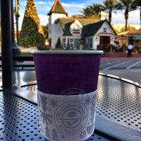 Photo taken at The Coffee Bean & Tea Leaf by Mike H. on 12/1/2016