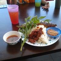 Photo taken at Restoran D'Warisan by Daooz S. on 11/18/2012