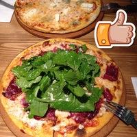 Photo taken at Pizza Il Forno by Ekrem Zafer D. on 6/17/2015