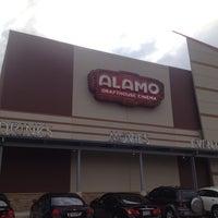 Foto tirada no(a) Alamo Drafthouse Cinema por Pamela D. em 8/15/2013