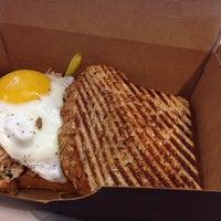 Photo taken at Greenleaf Gourmet Chopshop by Simple F. on 8/7/2014
