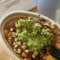 Photo taken at Chipotle Mexican Grill by Arri on 6/24/2017