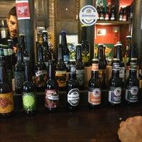 Foto tomada en The Market Craft Beer por Marie O. el 7/30/2016