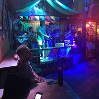 Das Foto wurde bei Roots Rock Reggae von Earntyy Y. am 5/12/2017 aufgenommen