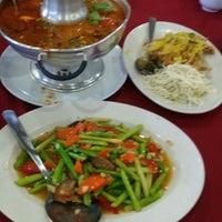 Снимок сделан в Restoran D' Coral Ikan Bakar Istimewa & Thai Seafood пользователем Sarif Y. 6/26/2016
