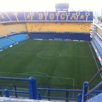 "Foto tirada no(a) Estadio Alberto J. Armando ""La Bombonera"" (Club Atlético Boca Juniors) por Daniel S. em 3/7/2013"