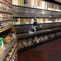 Photo prise au Whole Foods Market par Lisa P. le10/11/2012