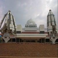 Photo taken at Masjid Az - Zikra by cahyadi a. on 8/2/2013