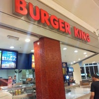 Foto tirada no(a) Burger King por Roberto Q. em 9/20/2012