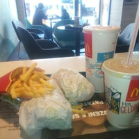 Photo taken at Mc Donald's by Zeynep S. on 3/27/2016
