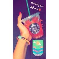 Das Foto wurde bei Starbucks von Sαяαн♛ am 8/27/2018 aufgenommen