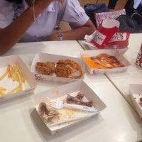 Photo taken at KFC (เคเอฟซี) by วี นี่ . on 7/12/2016