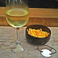 Photo prise au KPO Cafe Bar par T4N7 le9/20/2012