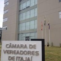 Foto tirada no(a) Câmara de Vereadores de Itajaí por Tamara B. em 9/4/2013