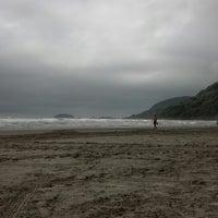 Foto tirada no(a) Praia do Arpoador por Nina B. em 12/24/2012