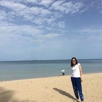 Photo taken at Tung Wua Laen Beach by Nattaya T. on 8/4/2018