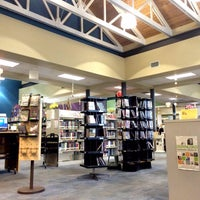 Photo taken at Charlotte Mecklenburg Library - Plaza Midwood by Lenny on 5/11/2015