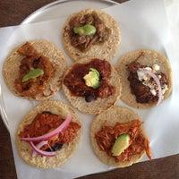 Photo prise au Guisados par Midtown Lunch LA le1/22/2013