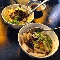 Photo prise au Café China par Midtown Lunch LA le7/22/2013