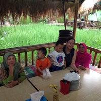 Photo taken at Restoran & Lesehan Alam Sari by Dian L. on 7/12/2014