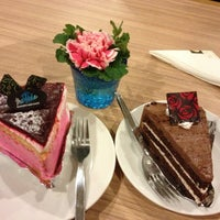 Photo taken at The Tide Bakery and Cafe by KIWIPUN P. on 3/7/2013